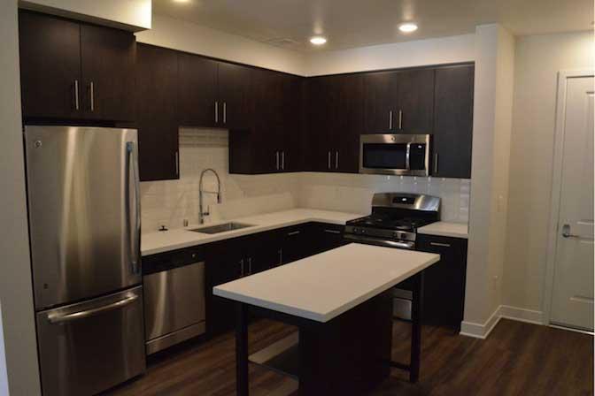 $1,200/mo Single Room in Beautiful Los Angeles Luxury Apartment photo