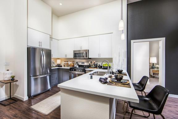 $700/mo Single Room in Beautiful Los Angeles Luxury Apartment photo