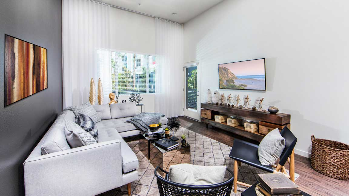$700/mo Single Room in Beautiful Los Angeles Luxury Apartment for rent